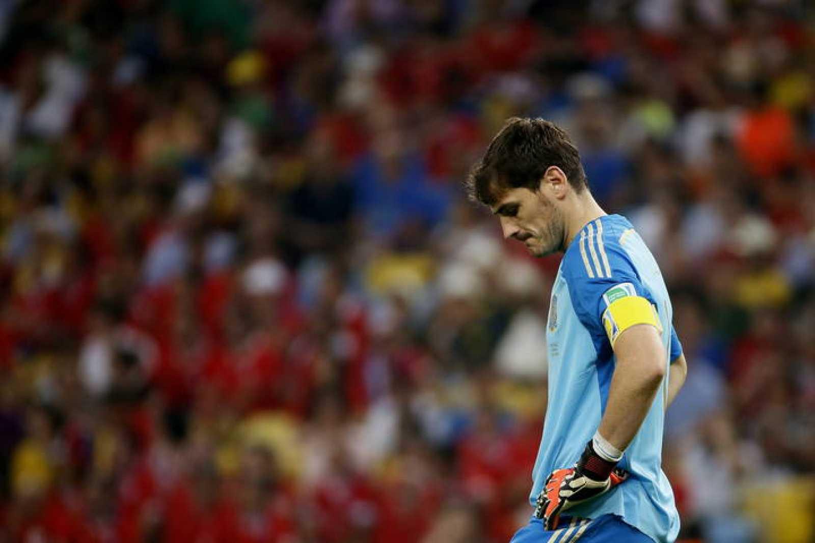 Iker Casillas, tras encajar el segundo gol de Chile.