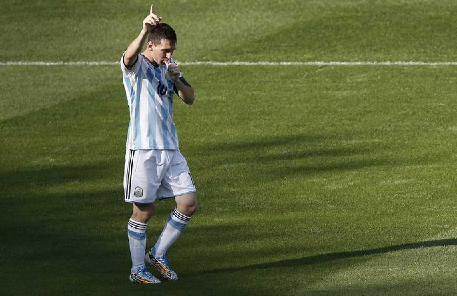 Leo Messi celebra su gol ante Irán, el único de Argentina, en el minuto 92