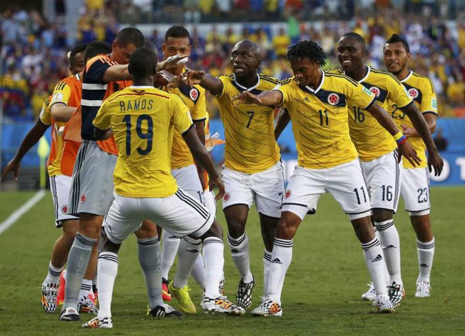 Juan Cuadrado celebra el gol de Colombia.