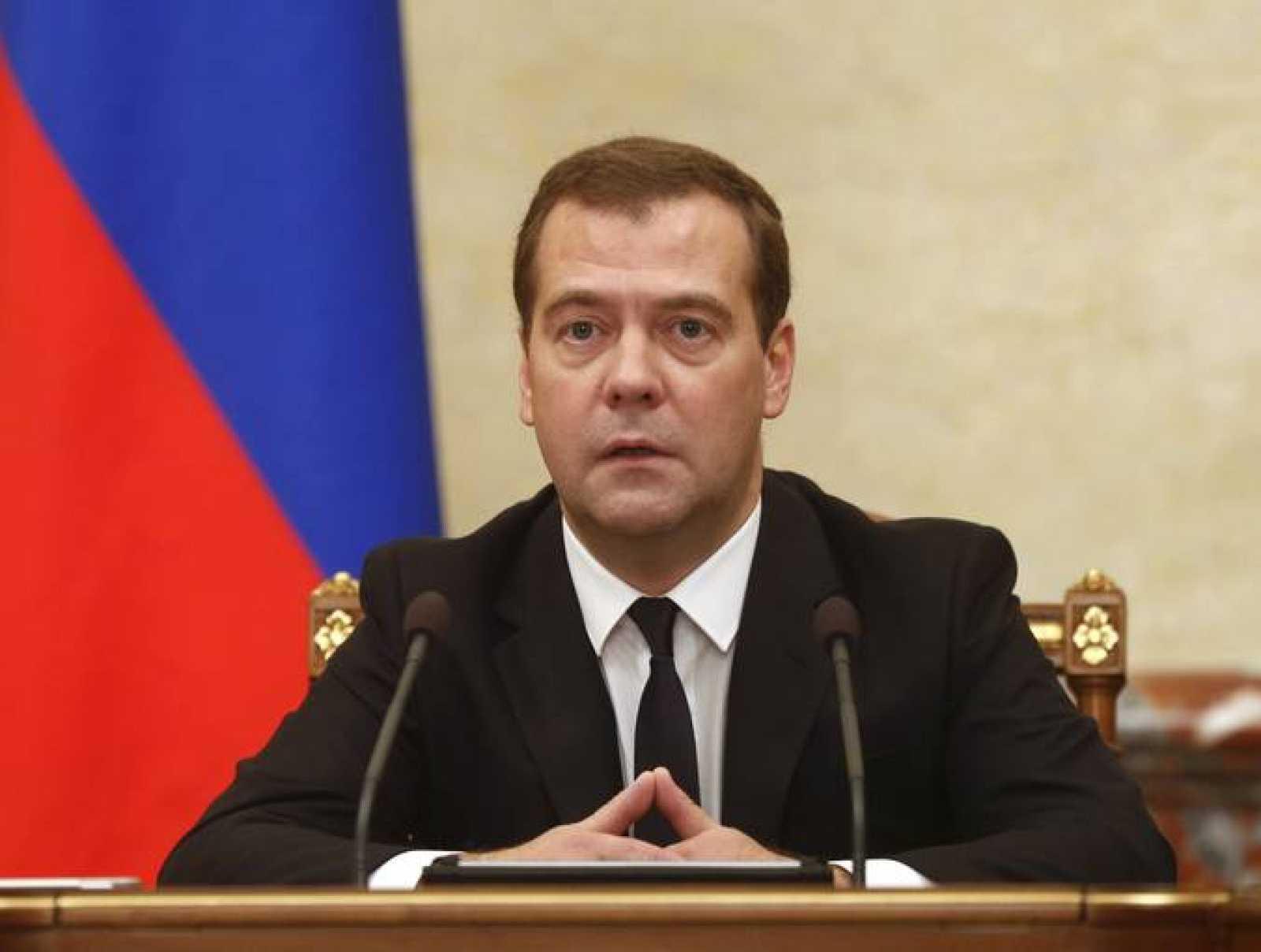 El primer ministro ruso, Dimitri Medvedev, durante la reunión de su Gobierno en Moscú