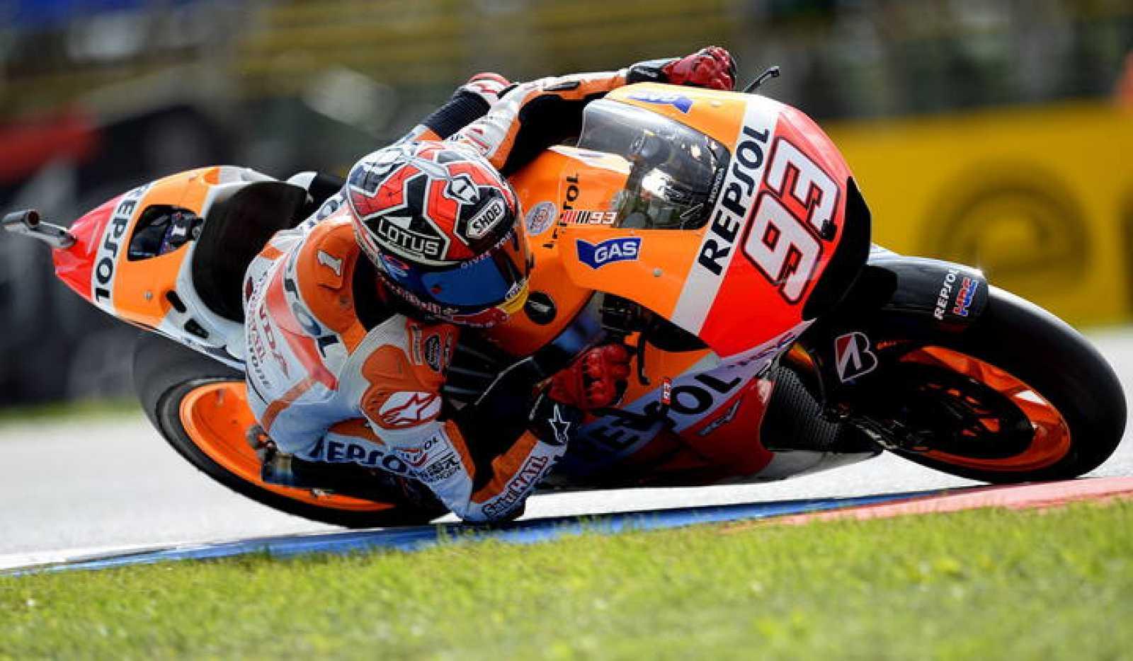 El piloto de MotoGP Marc Marquez rueda sobre el circuito de Brno.
