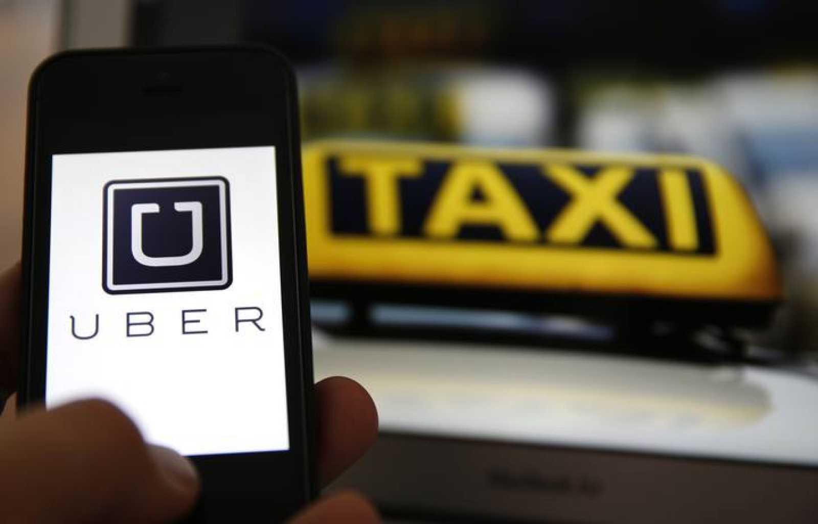 El logo de Uber en un teléfono móvil