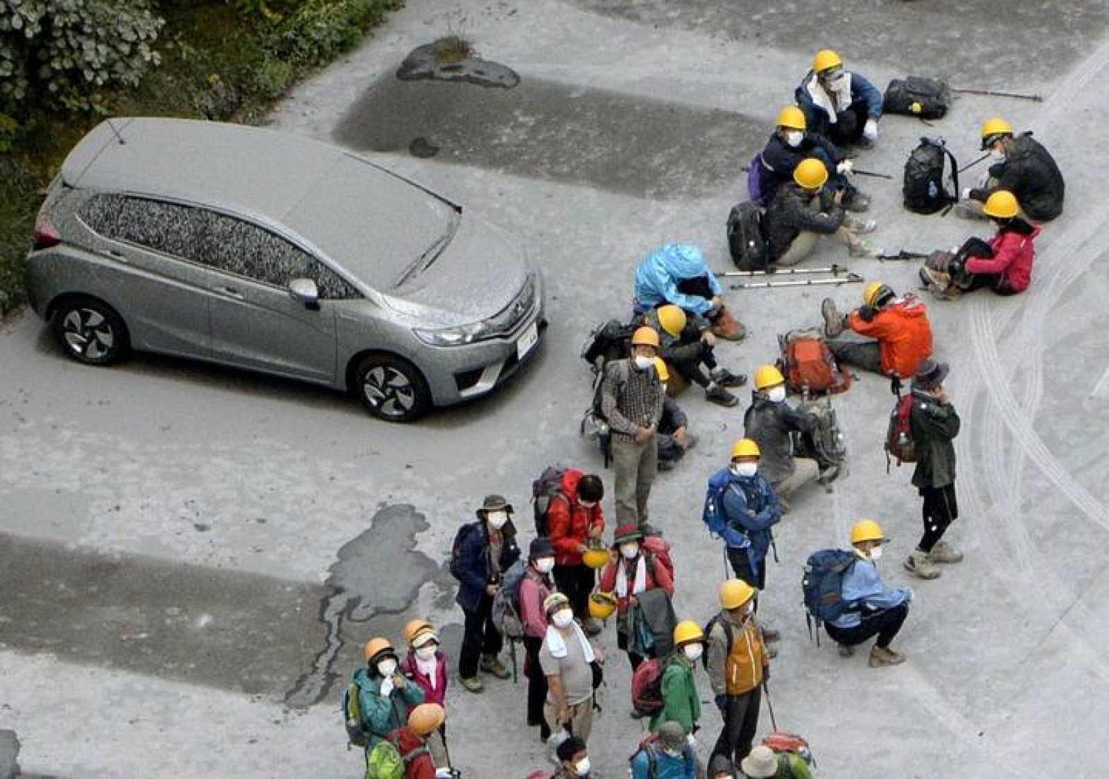 Varios senderistas afectados por la erupción del Monte Ontake