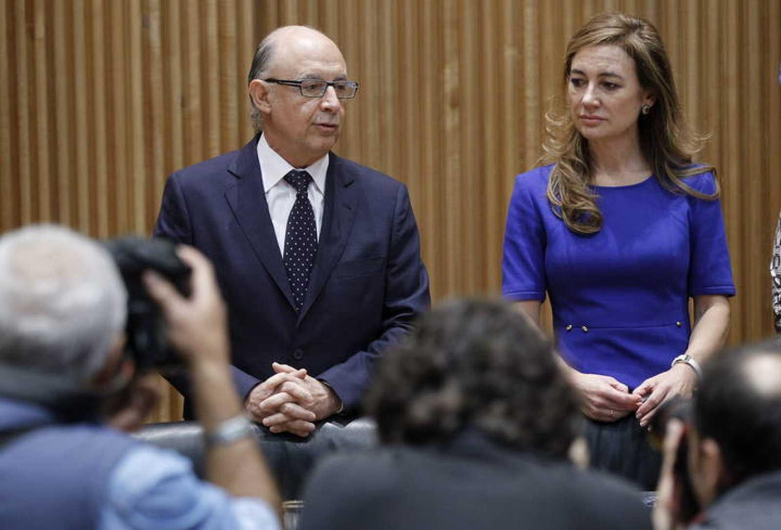 El ministro de Hacienda y Administraciones públicas, Cristóbal Montoro, junto con la secretaria de Estado de Presupuestos, Marta Fernández Currás