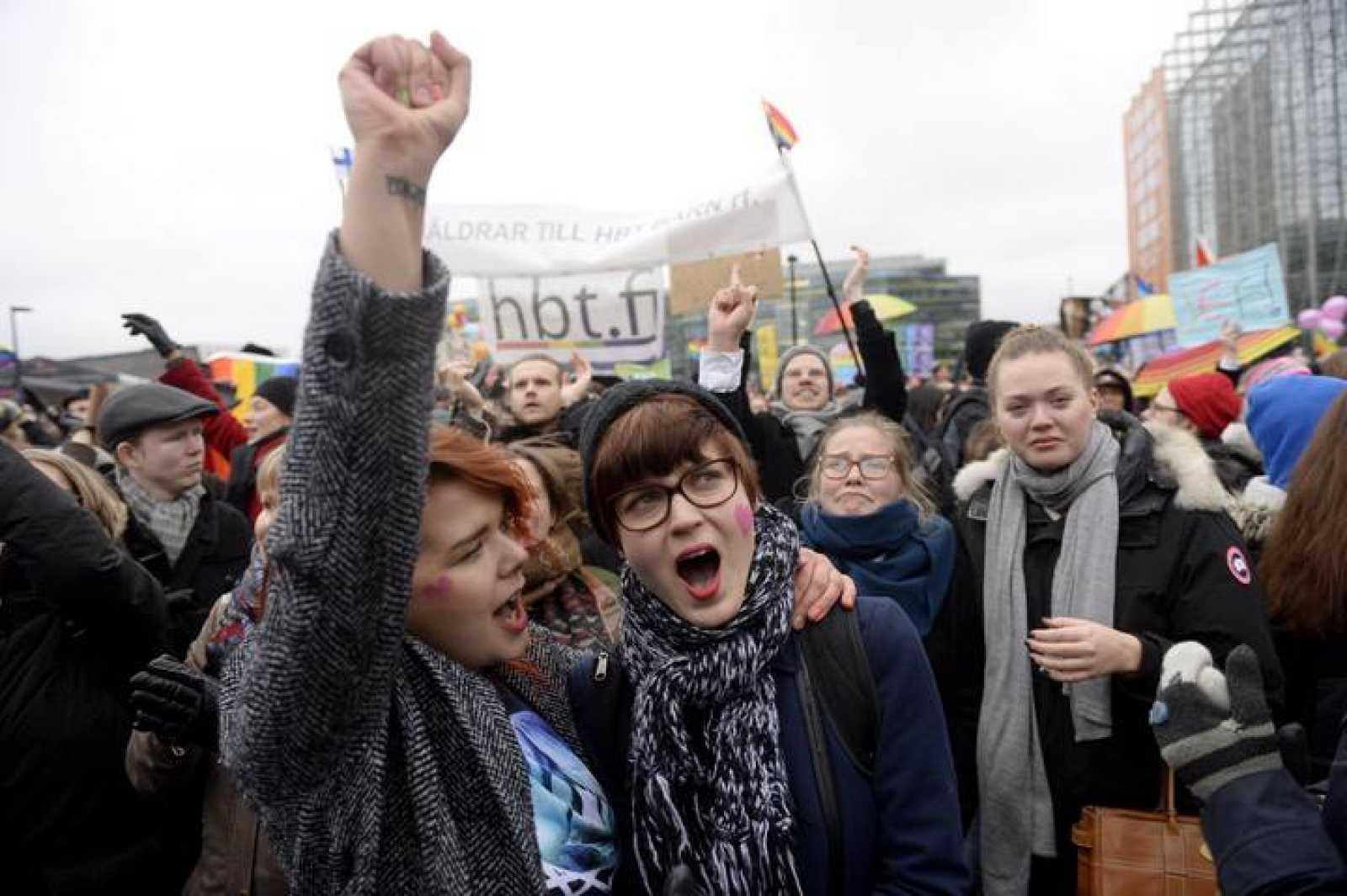Celebraciones en Helsinki tras la legalización del matrimonio homosexual.