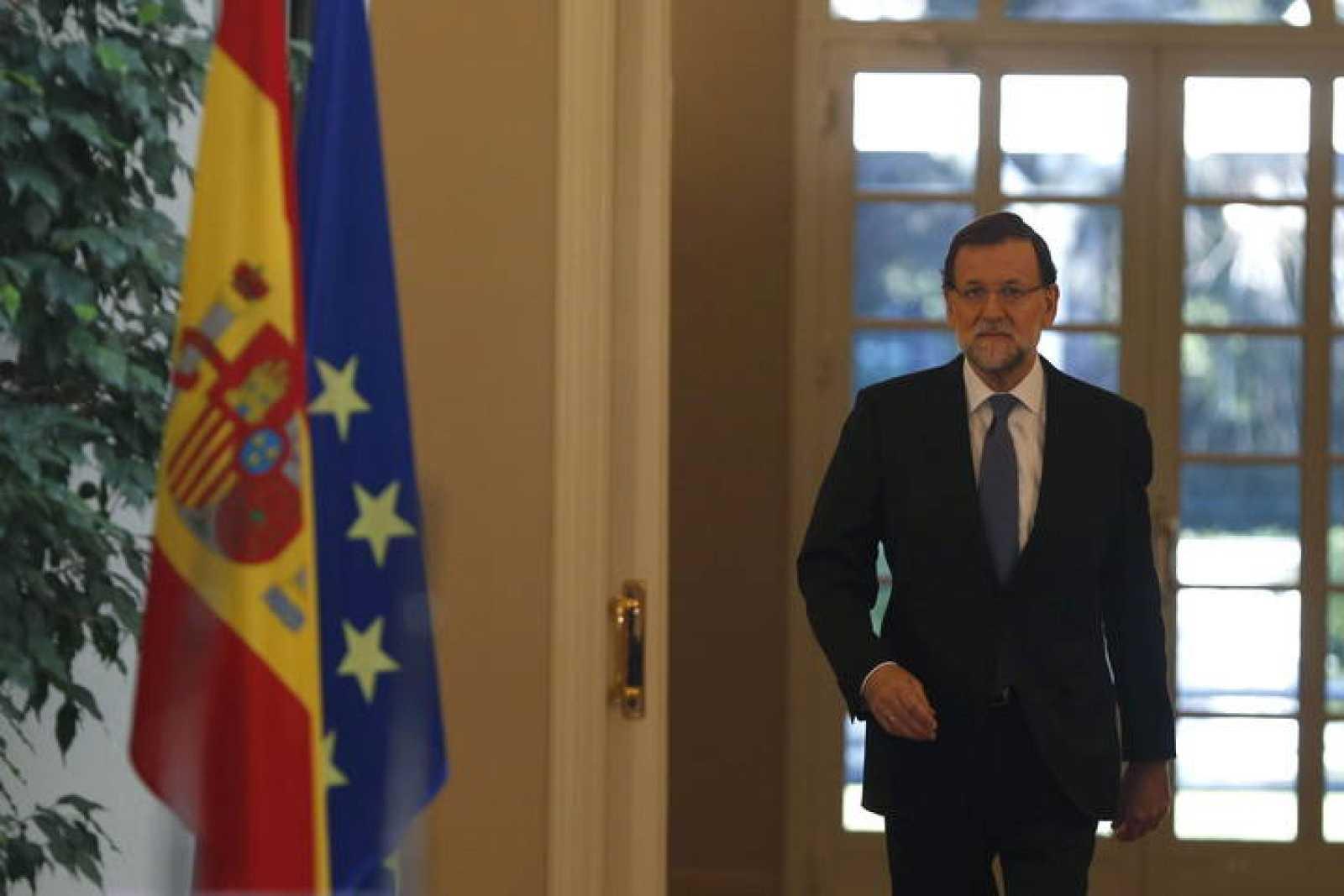 El presidente del Gobierno, Mariano Rajoy, a su llegada a la rueda de prensa en la Moncloa tras el último Consejo de Ministros del año