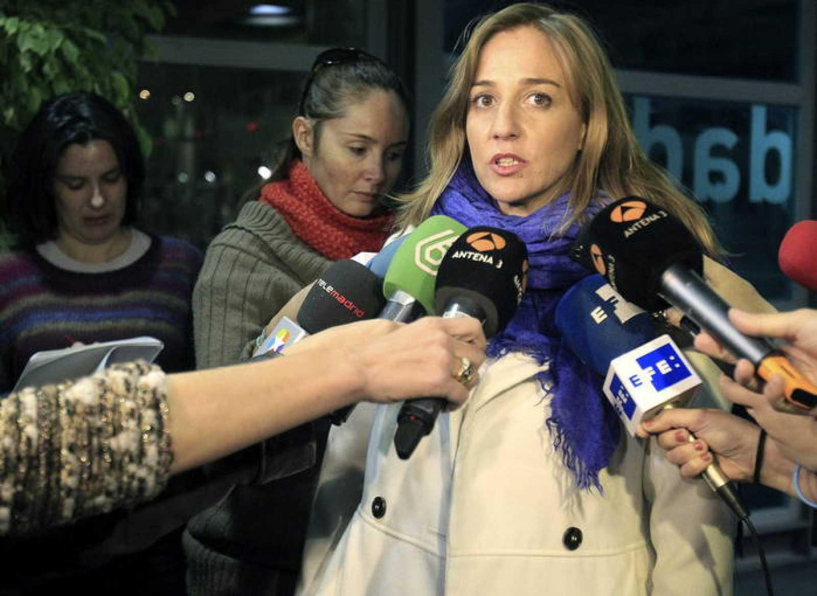 La diputada autonómica de IU Tania Sánchez, candidata de IU a la Comunidad de Madrid en las elecciones de mayo, atiende a los medios.