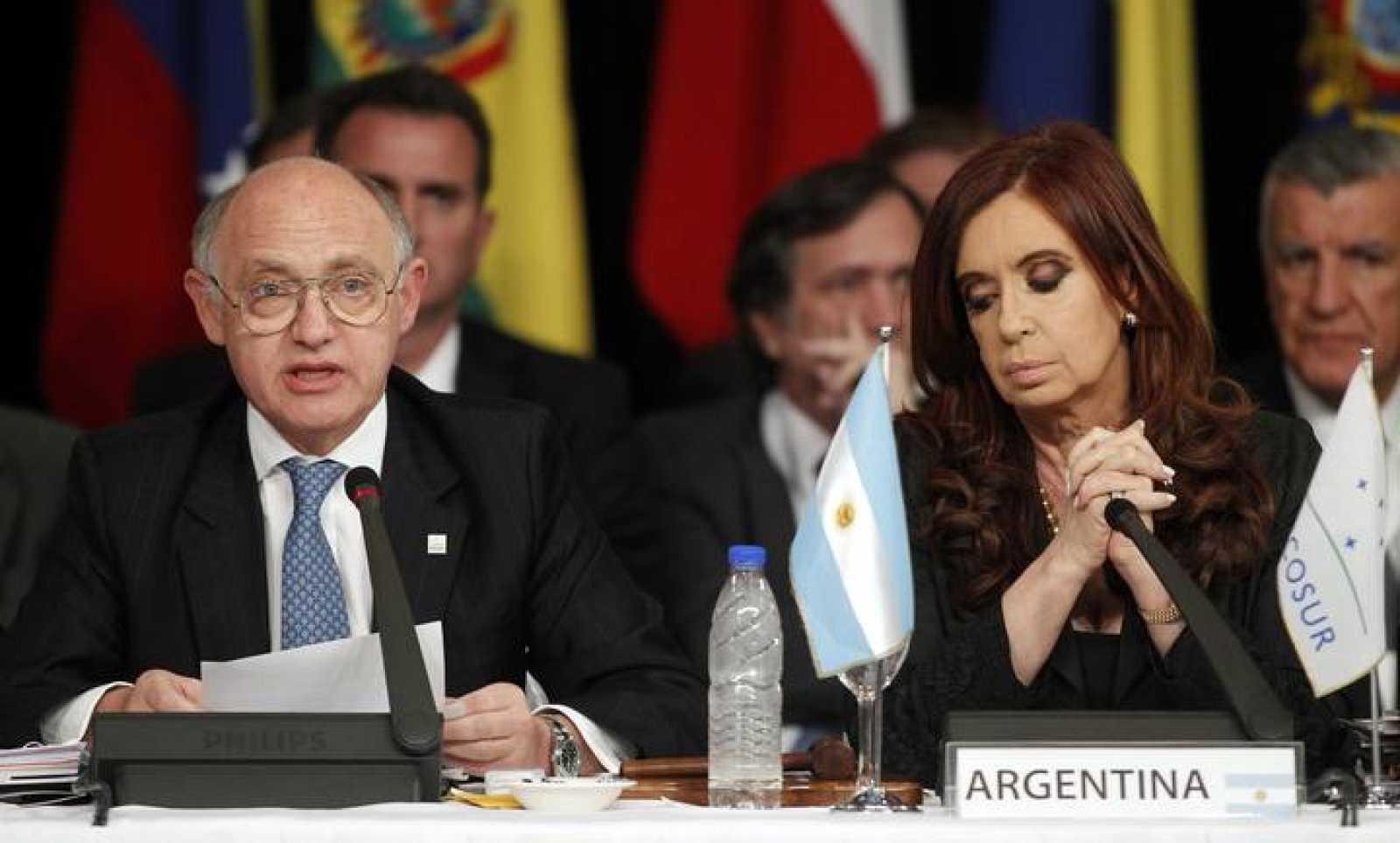Fotografía de archivo de Cristina Fernández de Kirchner junto a su ministro de Exteriores, Hector Timerman