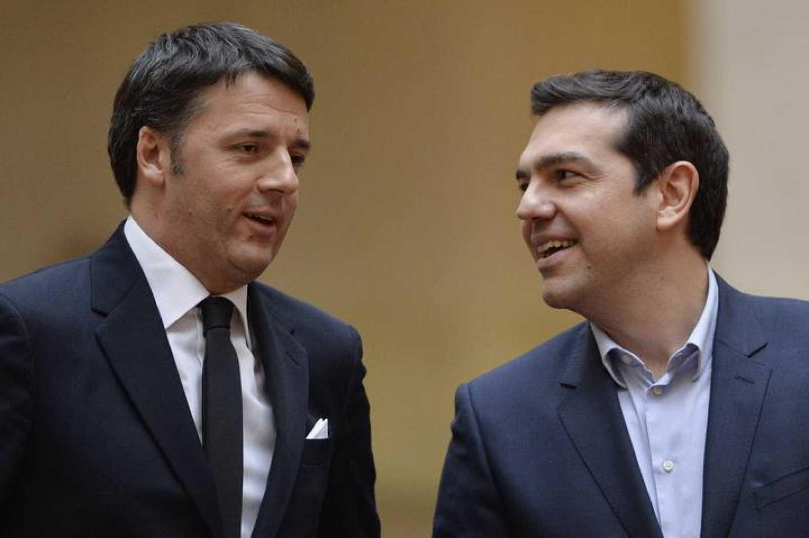 El primer ministro italiano, Mateo Renzi, con su homólogo griego, Alexis Tsipras, en Roma