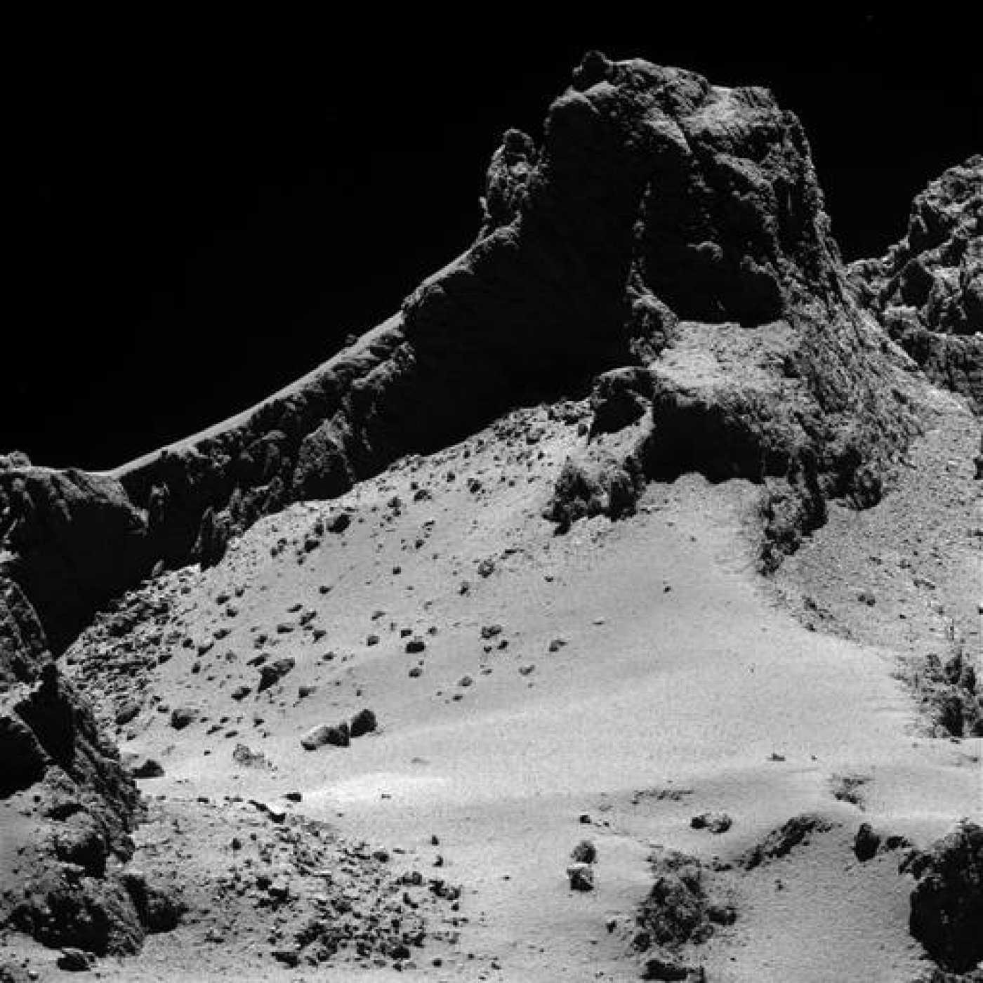Imagen del cometa 67P/Churyumov-Gerasimenko obtenida a 8 kilómetros de distancia.