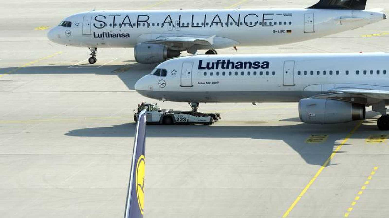 Imagen de dos aviones de Lufthansa en la pista del aeropuerto de Múnich