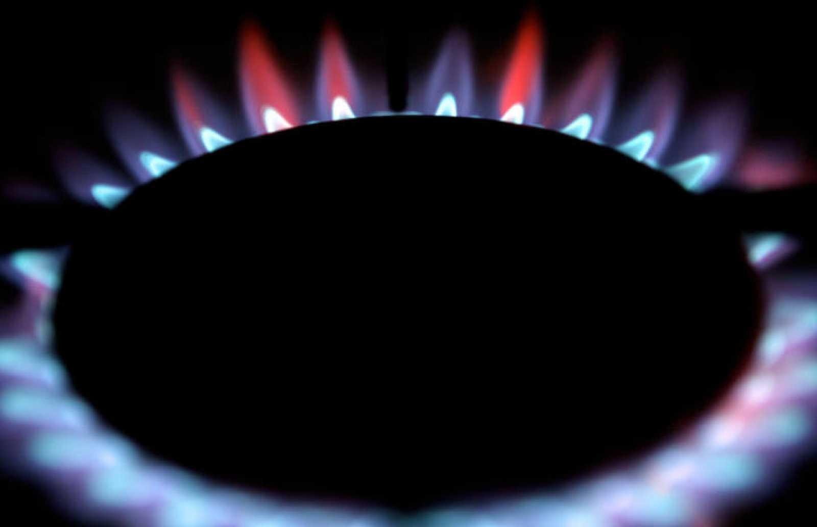 Quemador encendido de una cocina de gas