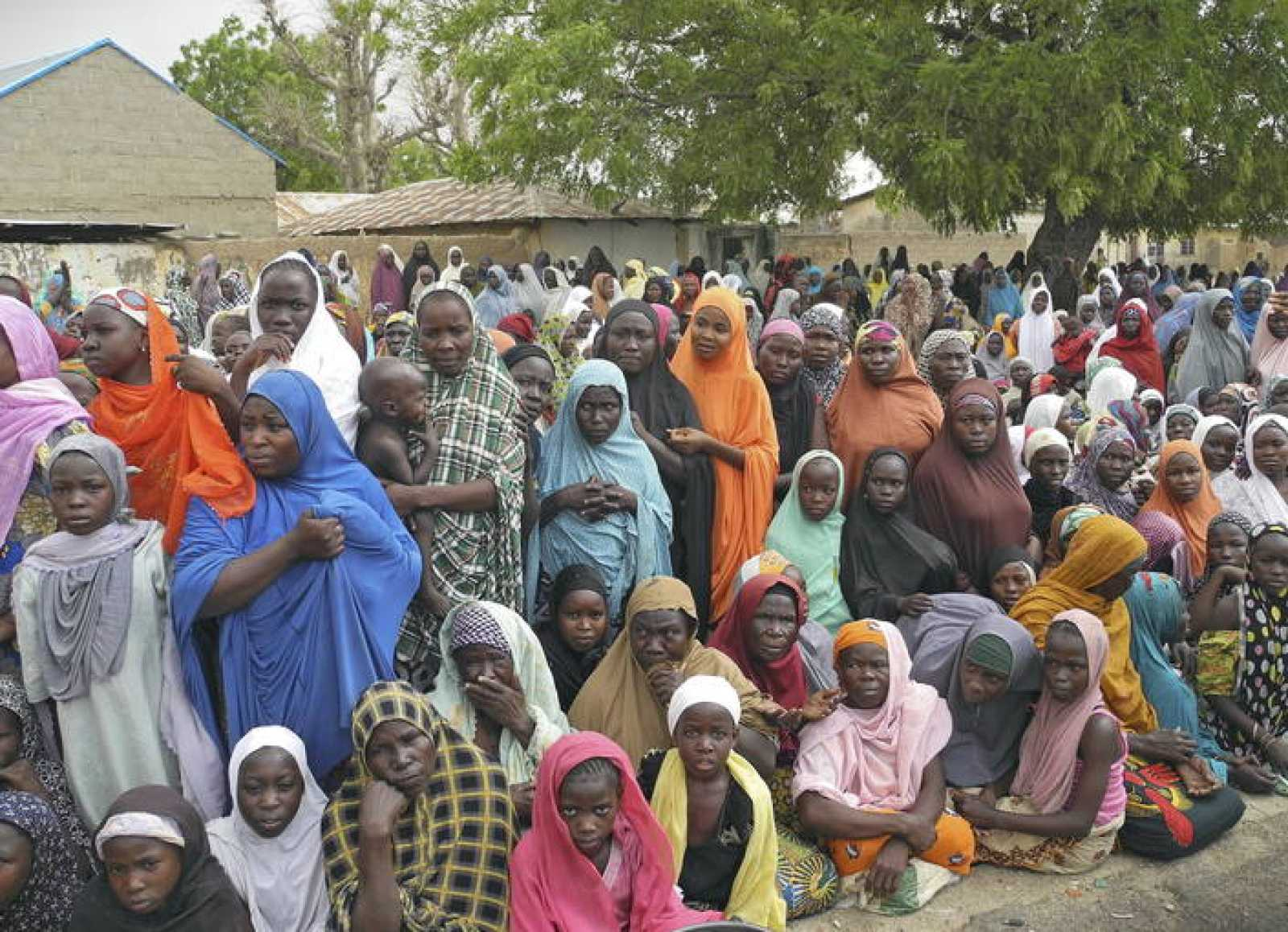 Retornados nigerianos que han regresado a la localidad de Gwazo tras la expulsión de los militantes de Boko Haram