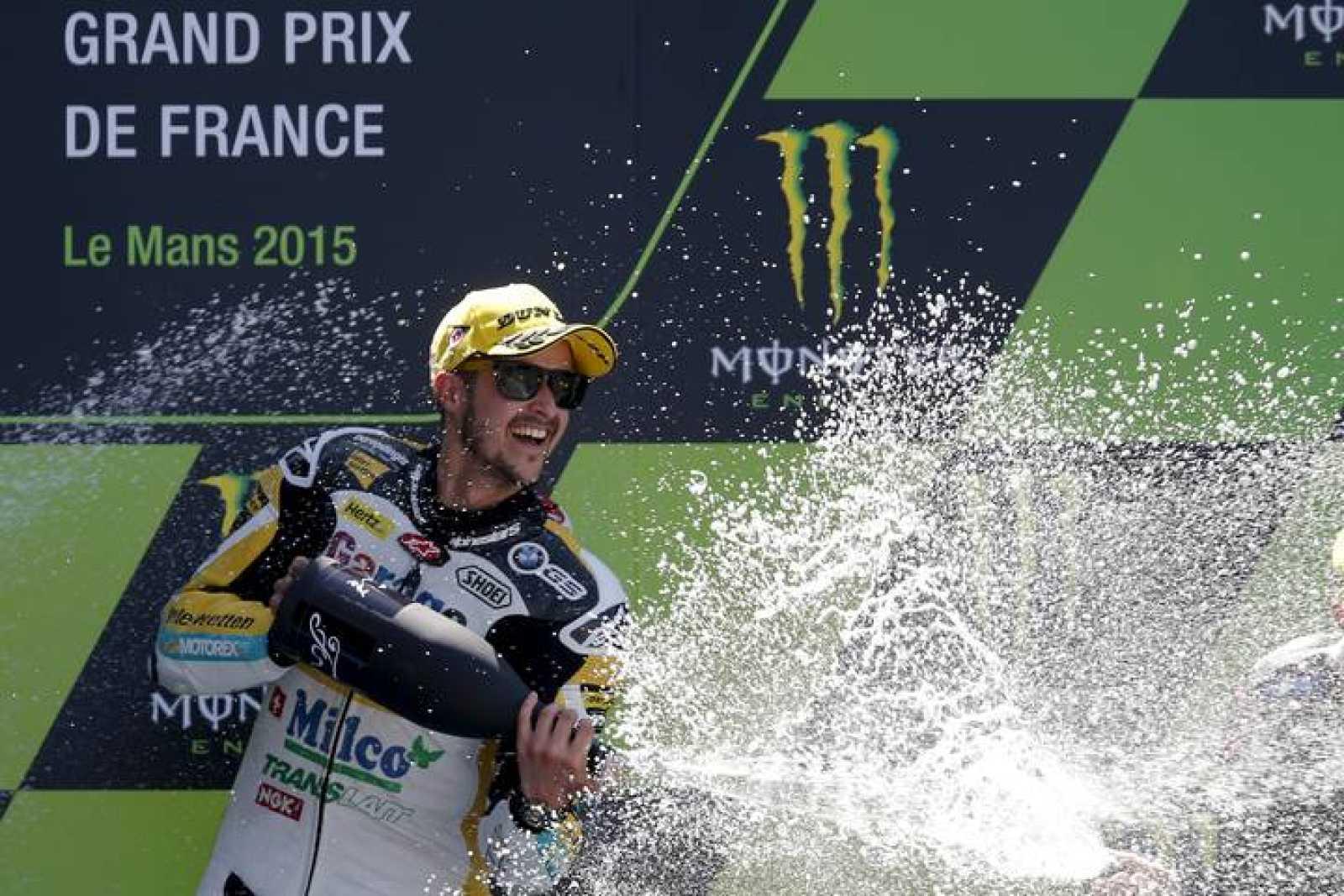 Luthi celebra la victoria en el trazado de Le Mans.