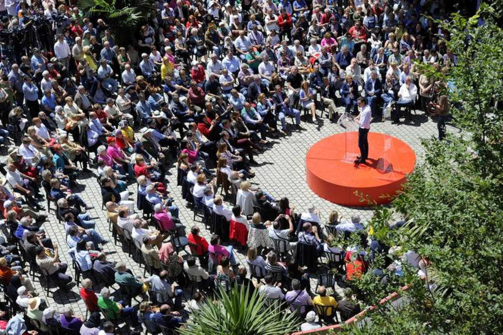 El líder del PSOE, Pedro Sánchez, en uno de sus últimos mítines en Vigo