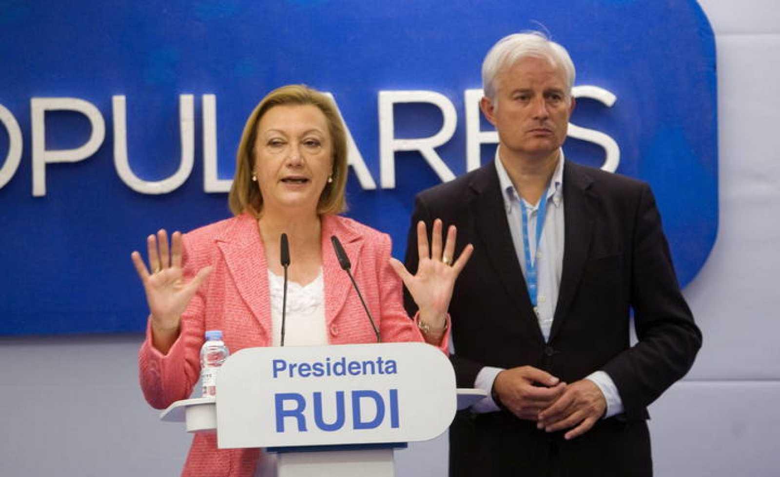 La presidenta de Aragón y candidata a la reelección, Luisa Fernanda Rudi, y el candidato a la alcaldía, Eloy Suárez, comparecen para comentar los resultados electorales.