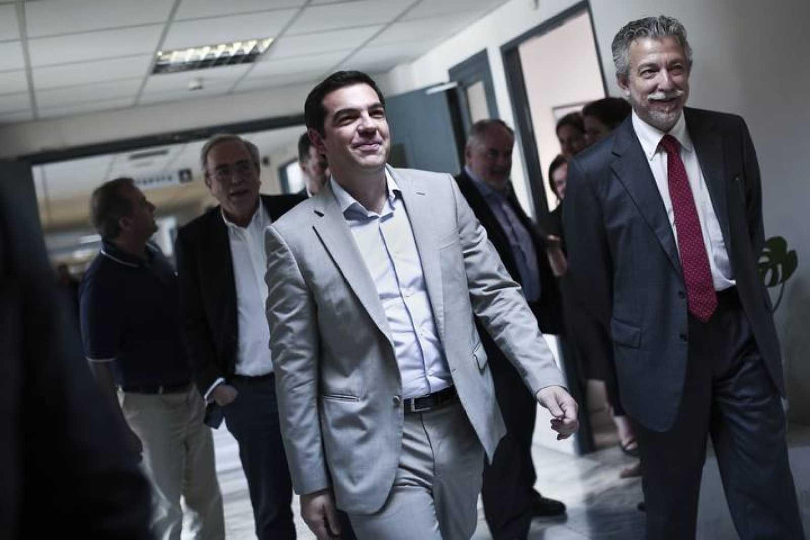 El primer ministro griego, Alexis Tsipras, este martes, antes de reunirse con su ministro de Educación