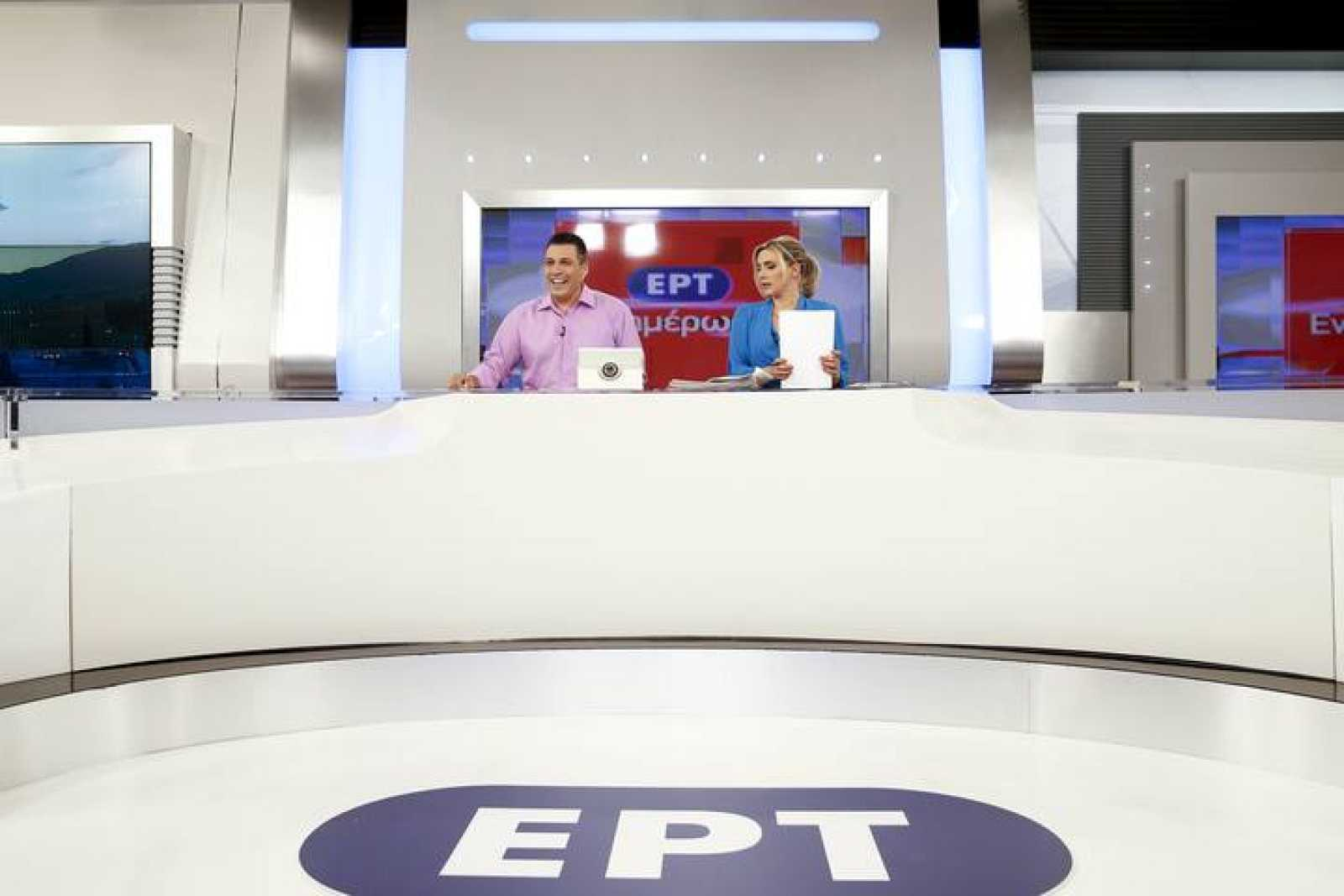 Los presentadores Angelidis y Haina, preparados para reiniciar las emisiones de la ERT