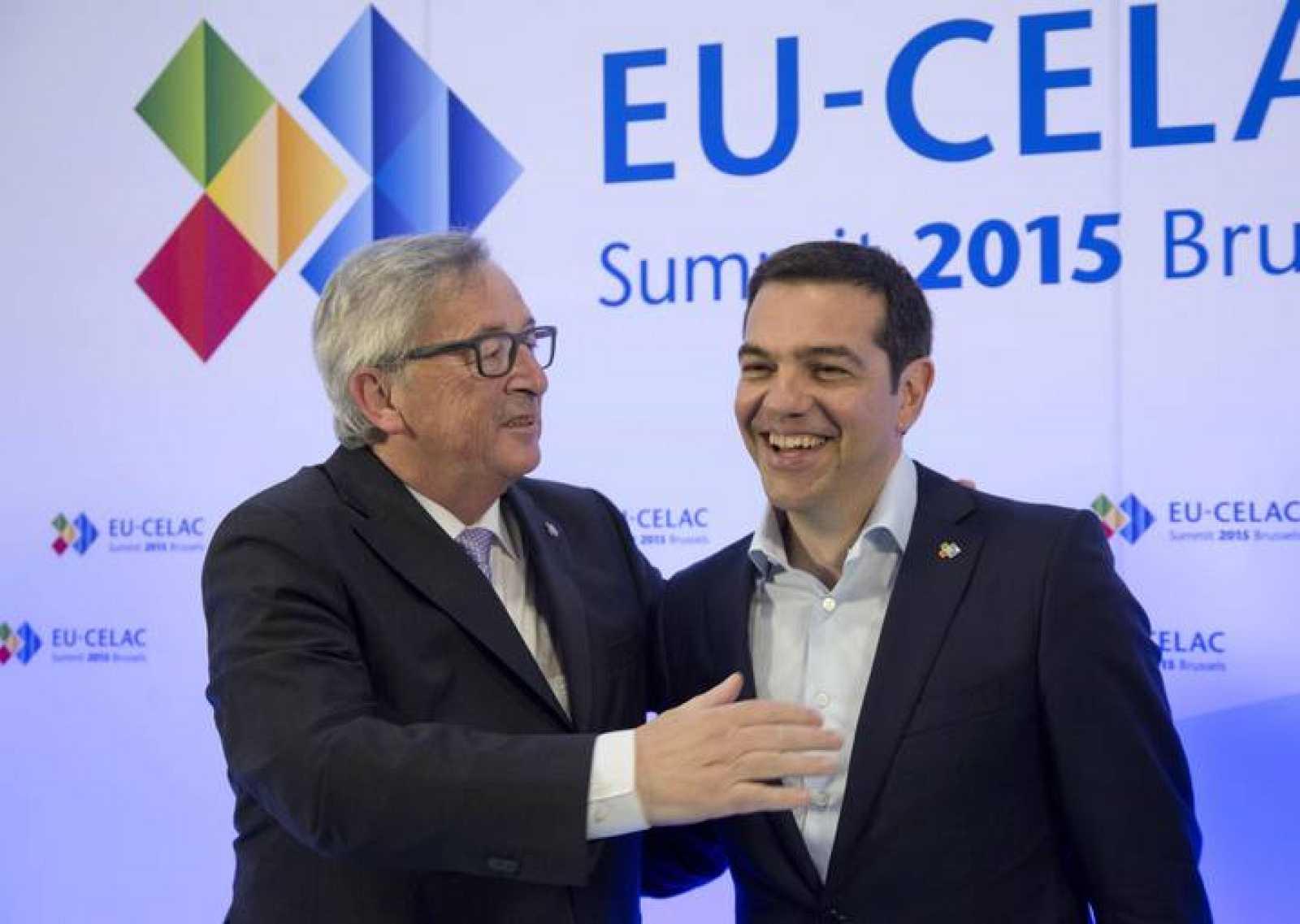 El primer ministro griego, Alexis Tsipras, y el presidente de la Comisión Europea, Jean-Claude Juncker