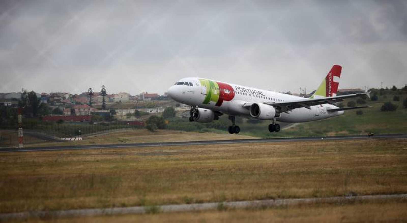 Un Airbus de TAP despega en el aeropuerto de Lisboa
