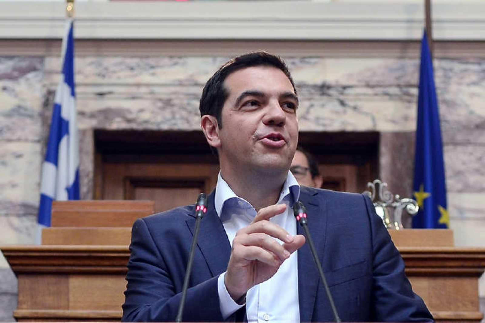 El primer ministro griego, Alexis Tsipras, comparece ante el grupo parlamentario de Syriza