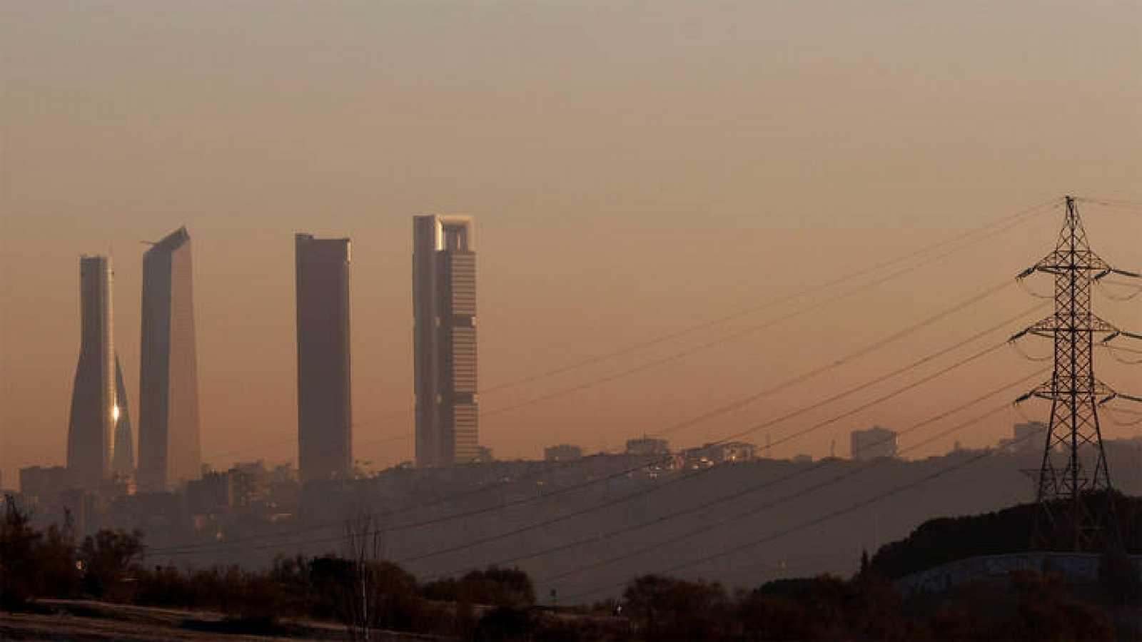Contaminación sobre el cielo de Madrid, en una imagen de archivo.