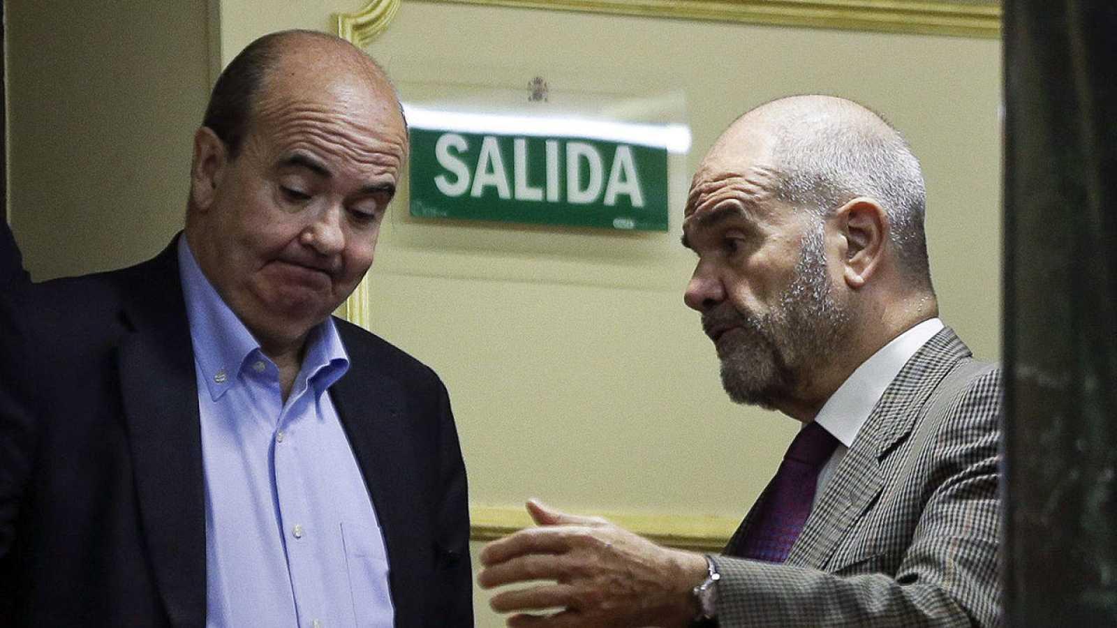Manuel Chaves (d) y Gaspar Zarrías (i) en el Congreso en una foto de archivo