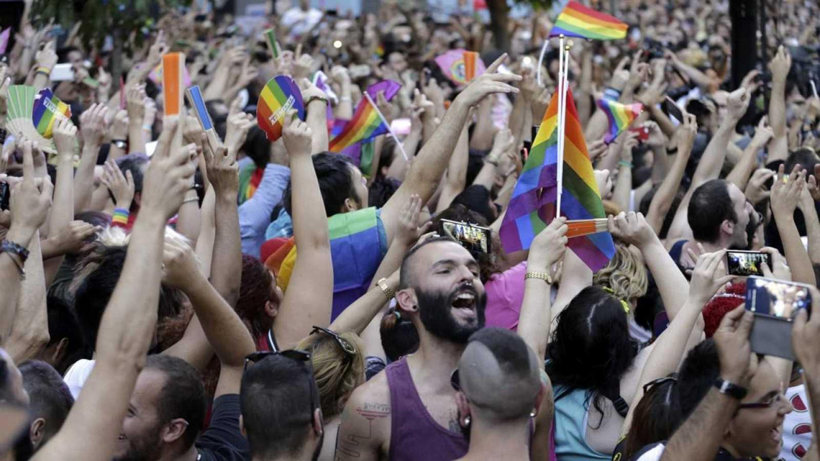 Cientos de personas acudieron el miércoles al pregón del Orgullo Gay en la plaza de Chueca