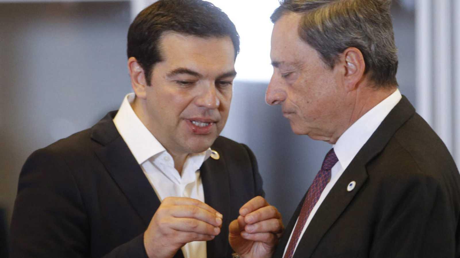 El primer ministro griego conversa con el presidente del BCE