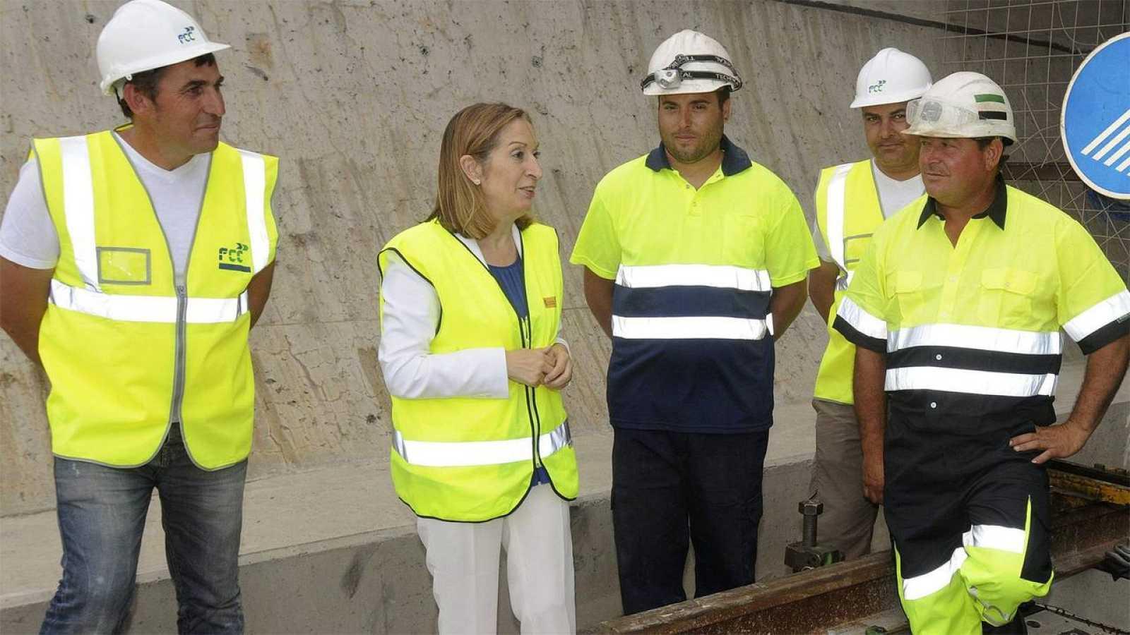 La ministra de Fomento, Ana Pastor, visita las obras del tramo de la Variante de Pajares en la línea de Alta Velocidad que une Valladolid y Asturias.