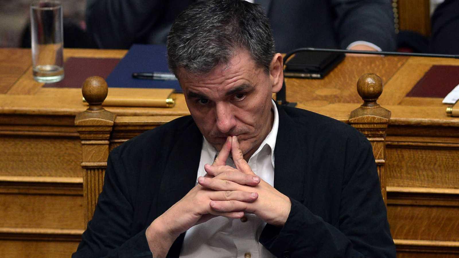 El ministro de Finanzas de Grecia, Euclides Tsakalotos, en el Parlamento heleno