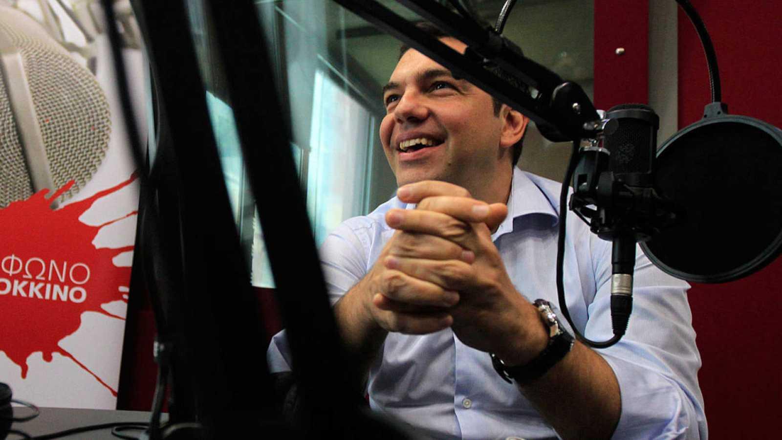 El primer ministro griego, Alexis Tsipras, durante una entrevista radiofónica