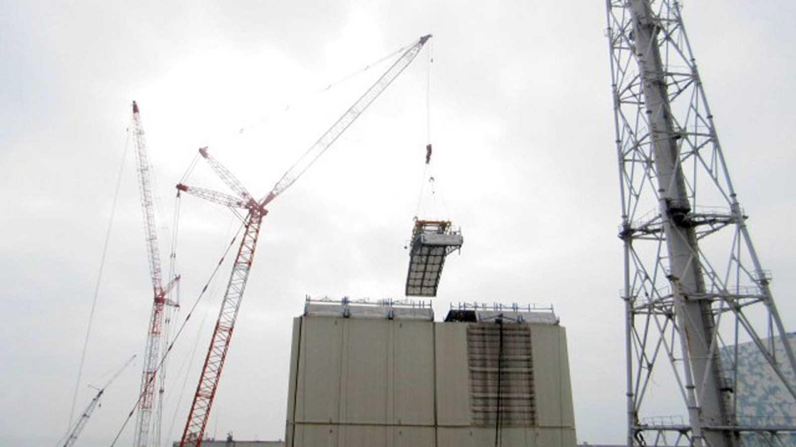 Trabajos en la central nuclear de Fukushima