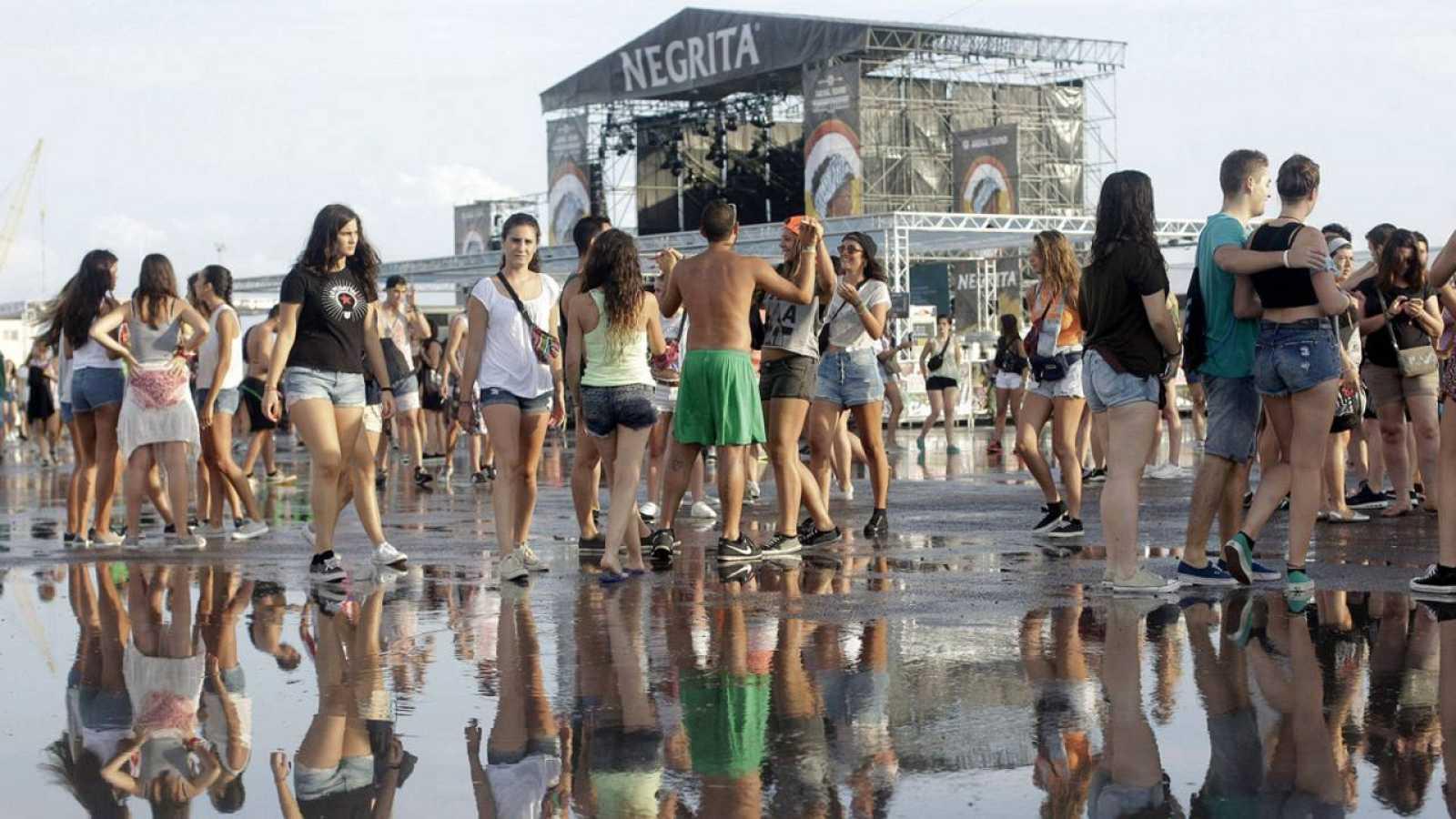Actuaciones suspendidas y mil evacuados por las lluvias torrenciales ...