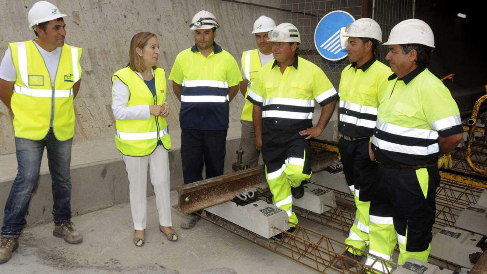 La ministra de Fomento visita las obras de un tramo de la línea de alta velocidad Valladolid-Venta de Baños-Palencia-León-Asturias