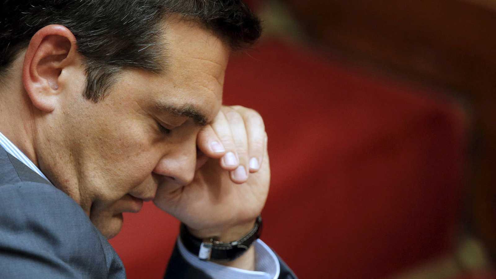 El primer ministro griego, Alexis Tsipras, durante la votación del rescate en el Parlamento