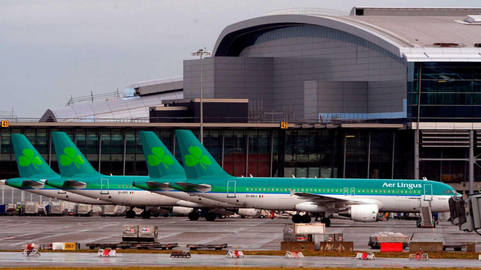 Aviones de Aer Lingus en el aeropuerto de Dublín