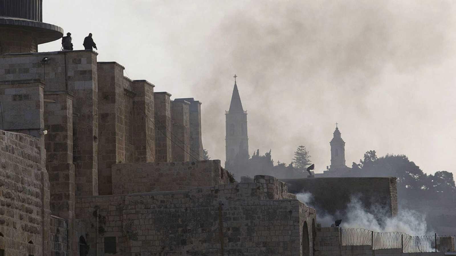 Policías israelíes entran en la Explanada de las Mezquitas