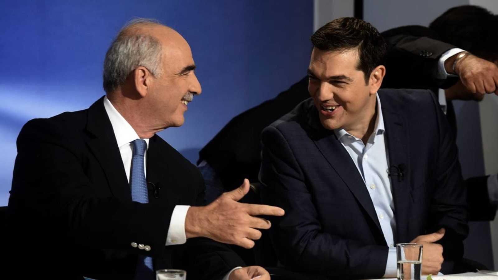 Alexis Tsipras y Vangelis Meimarakis líderes de Syriza y Nueva Democracia, durante el debate televisivo del lunes