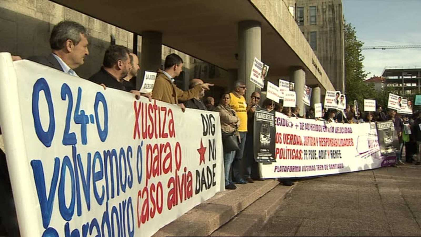Las víctimas del accidente de tren de Santiago exigen justicia tras el cierre de la instrucción