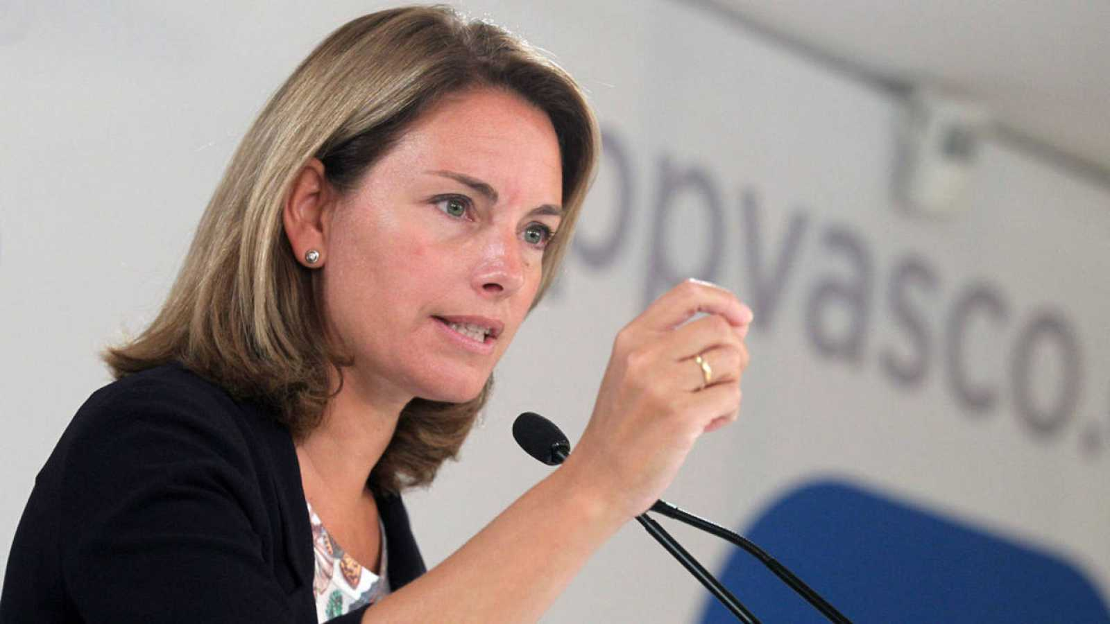 La presidenta del PP vasco, Arantza Quiroga, en una comparecencia ante los medios
