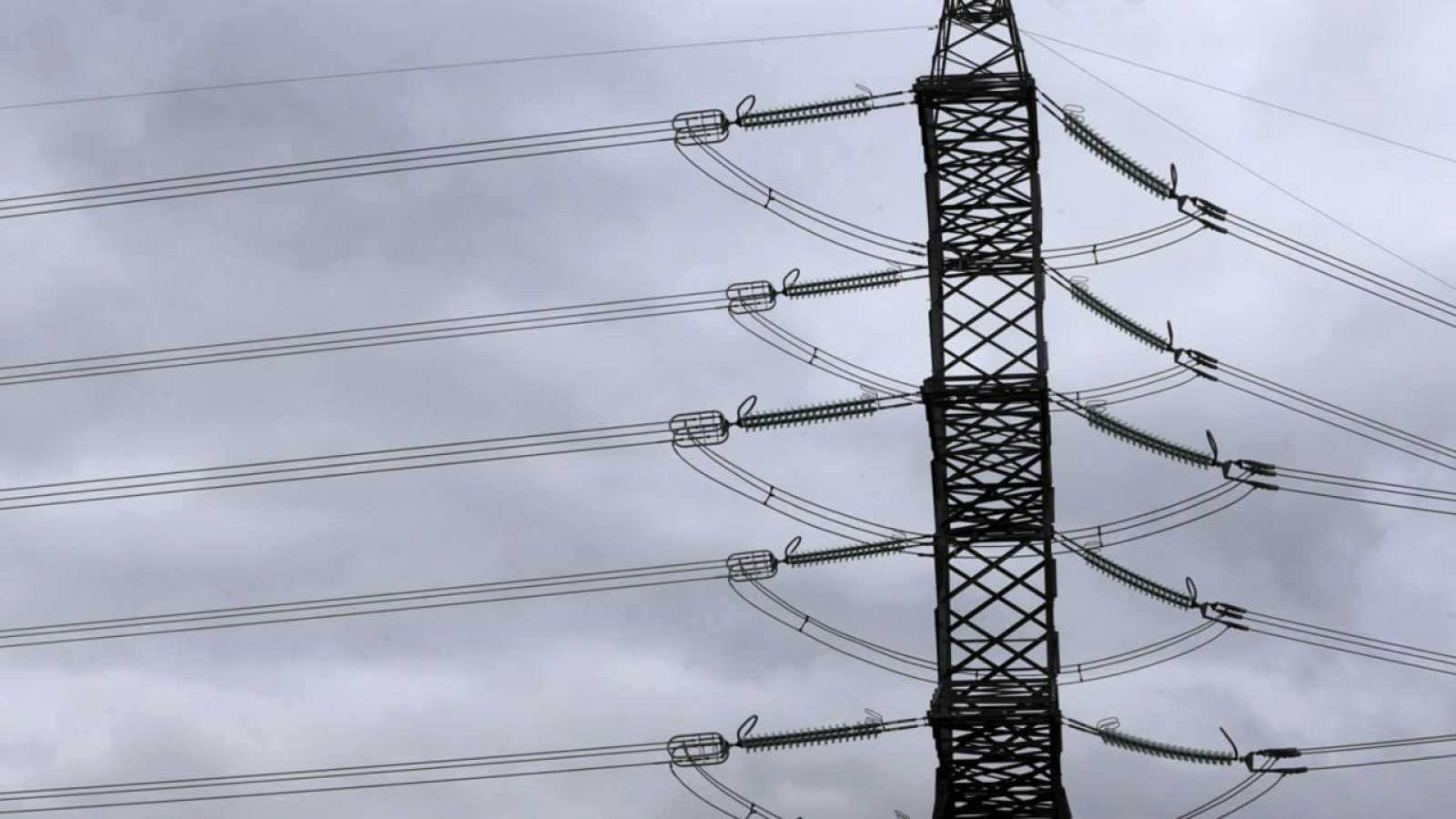 Una torre de distribución de electricidad