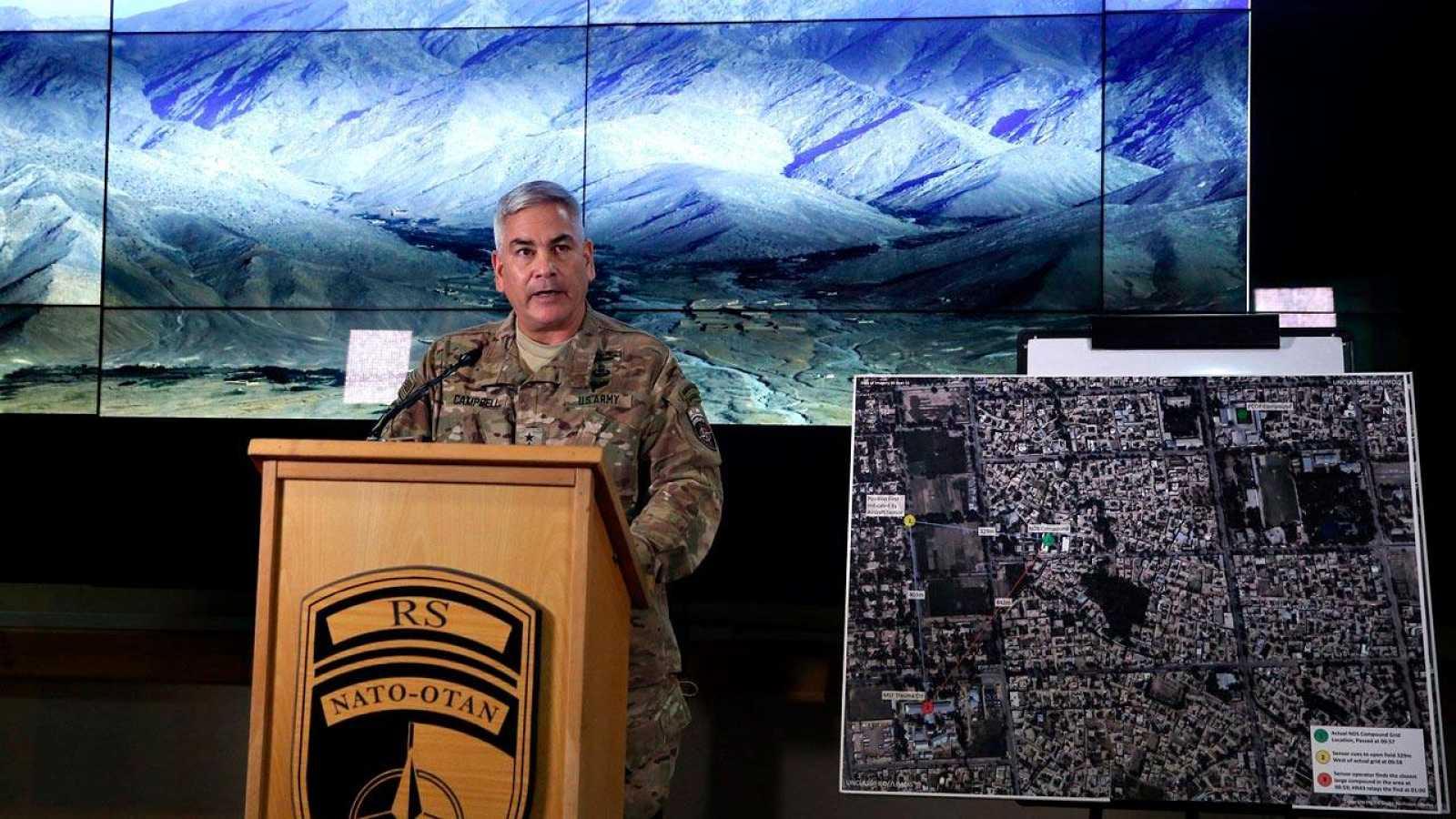 El comandante John Campbell, máximo responsable militar de EE.UU. en Afganistán