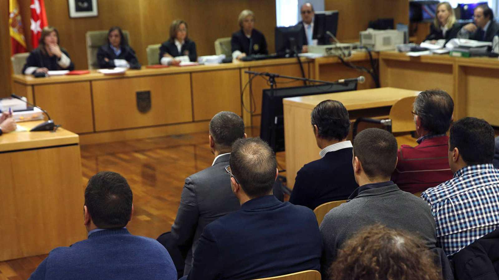 Los quince procesados por la tragedia del Madrid Arena se sientan este martes en el banquillo de los acusados de la Audiencia Provincial de Madrid