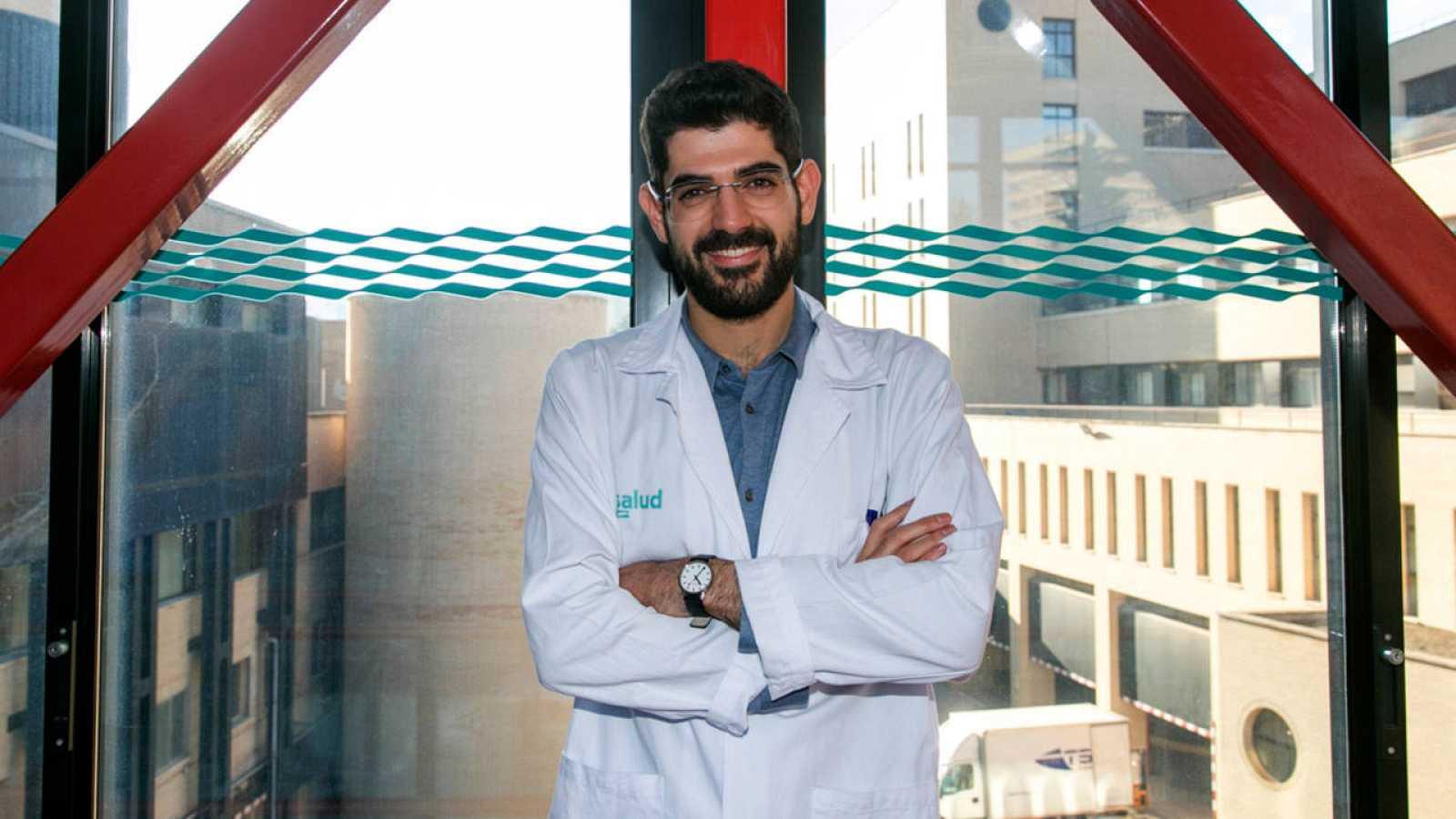 César Velasco, en el centro hospitalario del que es subdirector.
