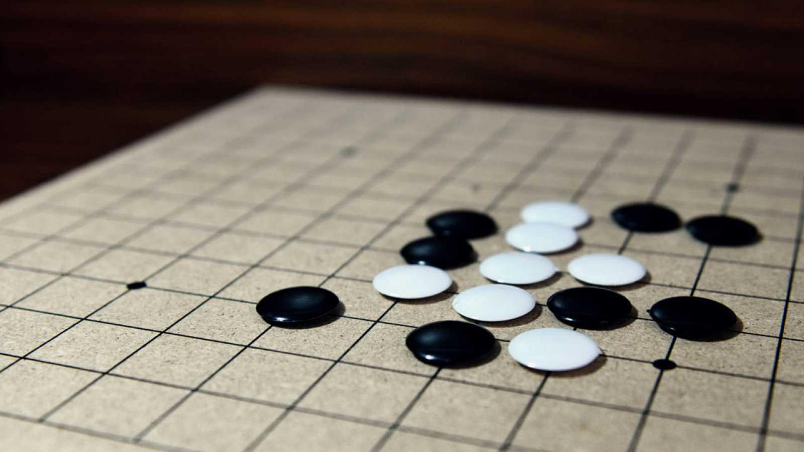 """El """"go"""", conocido como """"ajedrez oriental"""", surgió en China hace 3.000 años."""