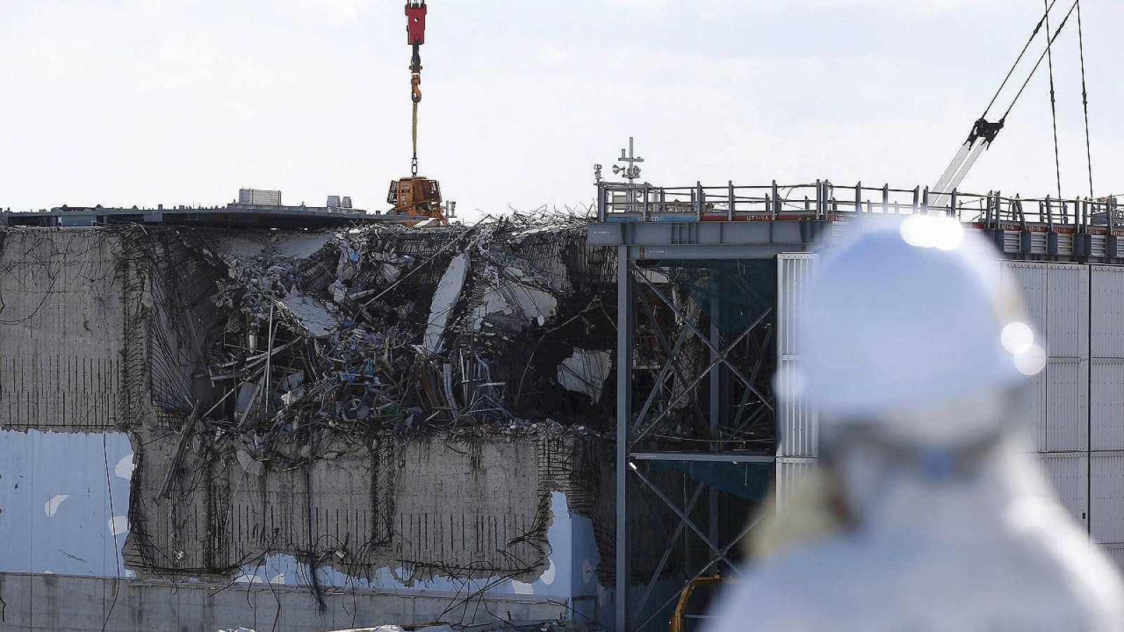 Imagen del reactor número 3 de la central de Fukushima Daiichi (Japón) dañado tras el terremoto y posterior tsunami. REUTERS/Toru Hanai/Files