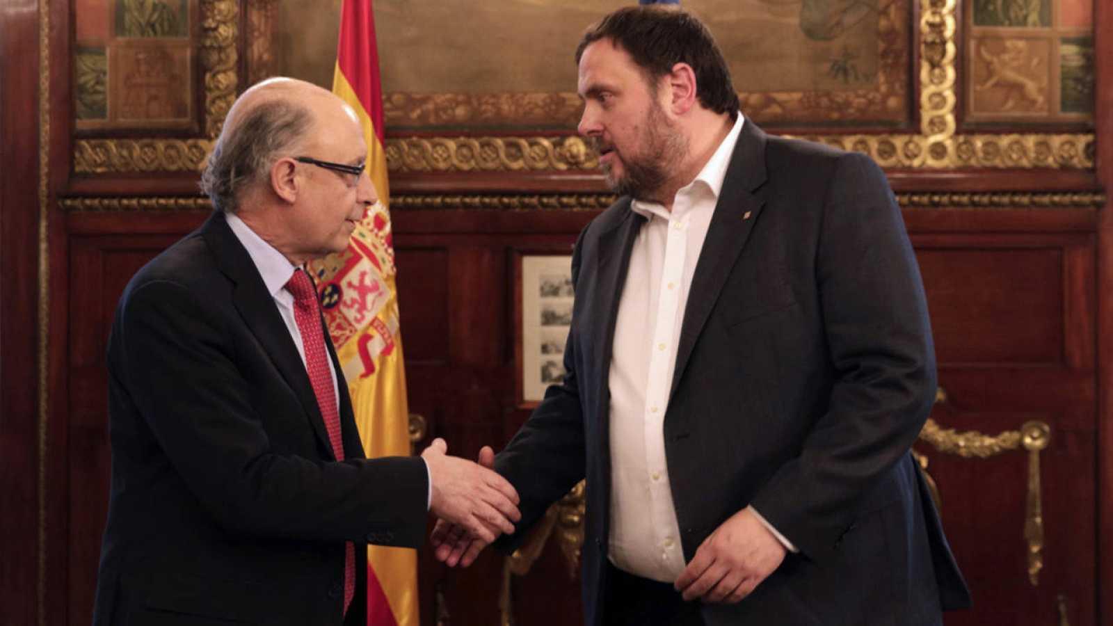 El ministro de Hacienda y Administraciones Públicas, Cristóbal Montoro, recibe al vicepresidente y conseller económico de la Generalitat, Oriol Junqueras