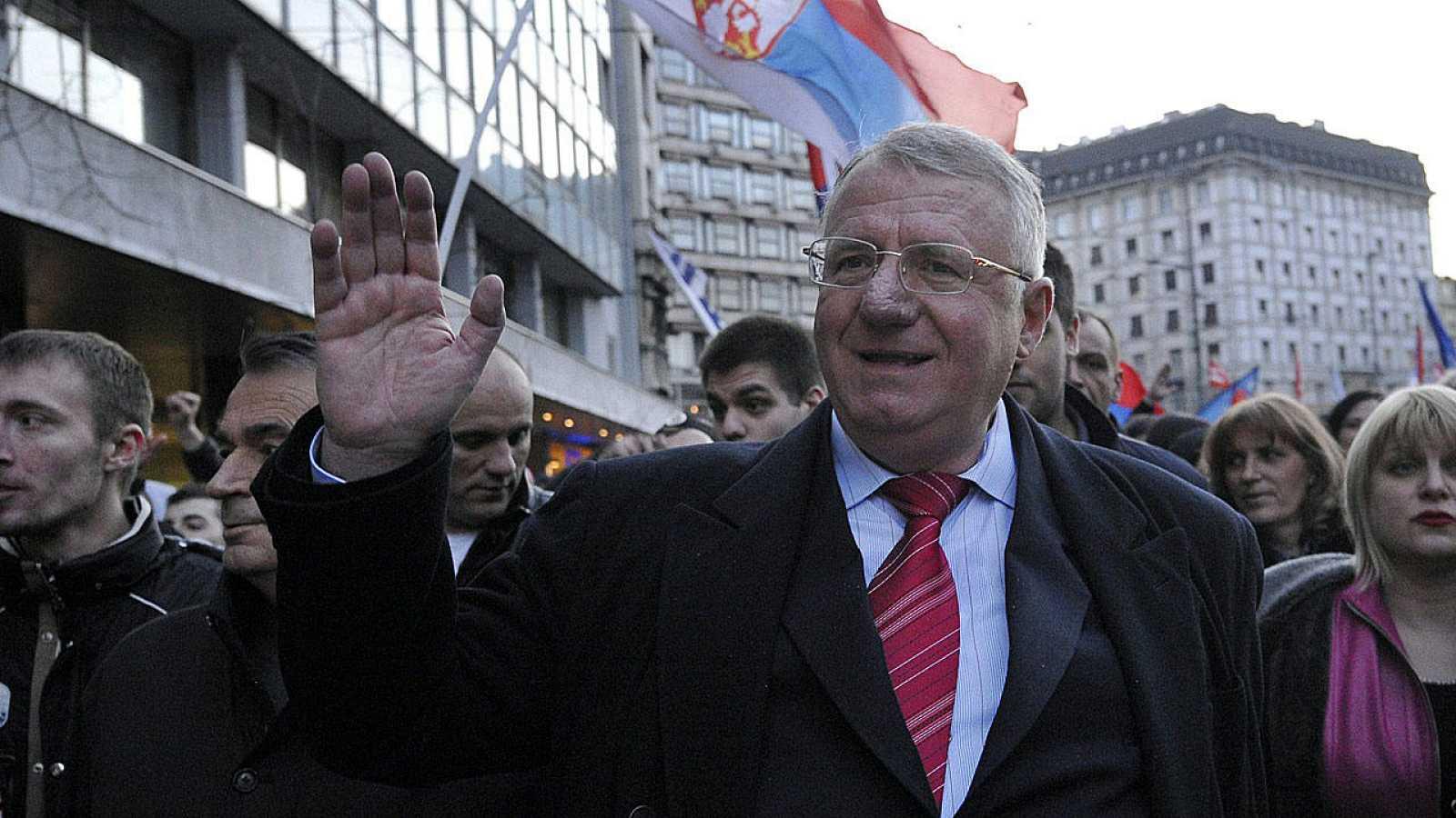 El ultranacionalista serbio Vojislav Seselj asiste a una manifestación antigubernamental la pasada semana en Belgrado.