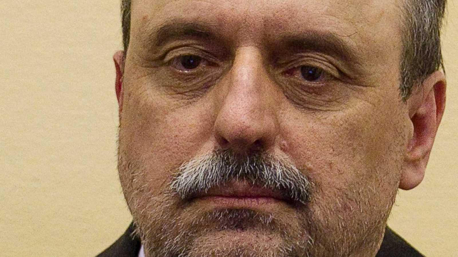 Imagen de archivo de exgenearl serbocroata Goran Hadzic en el inicio de su proceso judicial